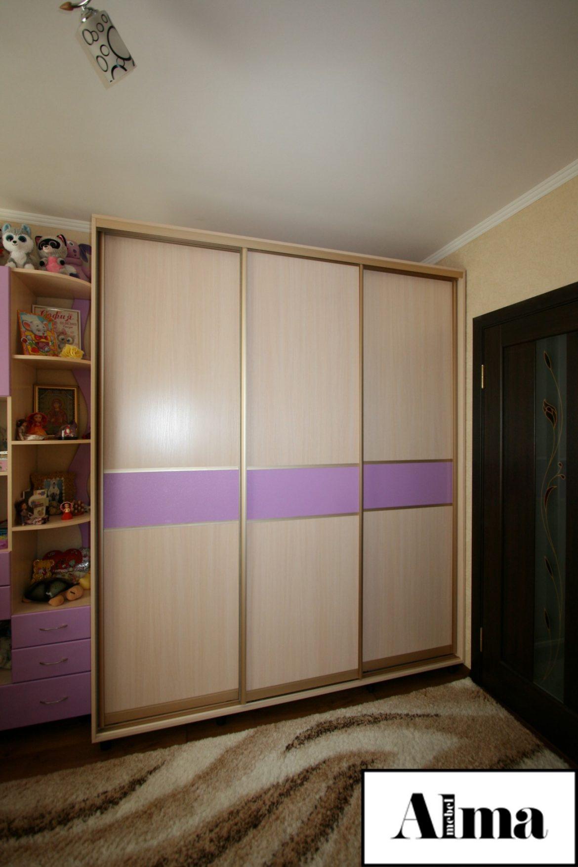 Купить шкаф-купе под заказ: какой он должен быть, если речь идет о детской комнате
